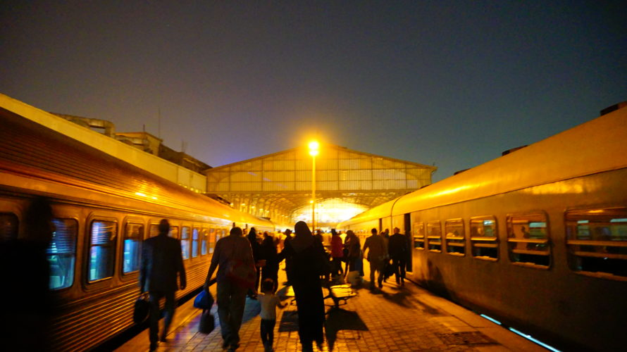 アレクサンドリアからカイロへ極寒電車の旅