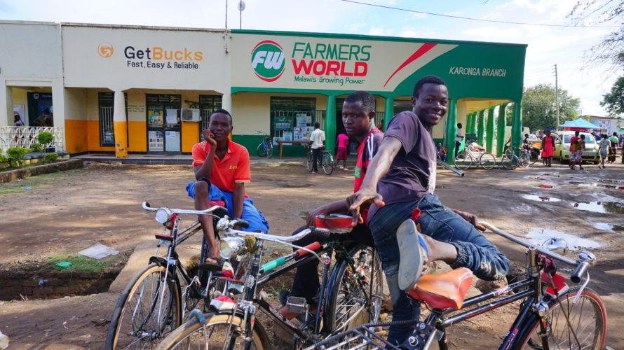 タンザニアから国境を越えて、マラウイ国最初の町カロンガへ